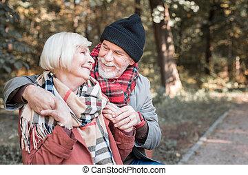 ładny, szczęśliwa para, cieszący się, ich, data, w parku