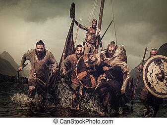 őrült, vikings, harcos, alatt, a, támad, út along, a, tengerpart, noha, drakkar, képben látható, a, háttér.