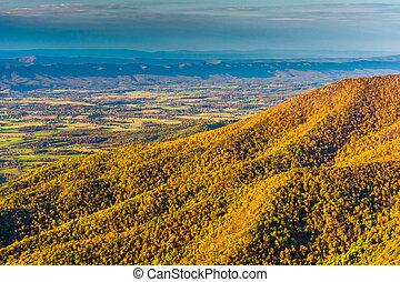 ősz elpirul, látott, alapján, hawksbill, hegy, alatt, shenandoah nemzeti dísztér, virginia.