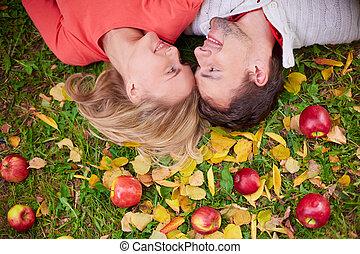 ősz, szerelmes pár