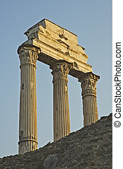 římské sloupy