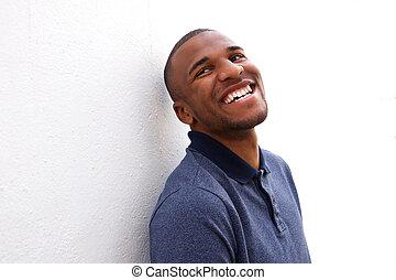 ściana, afrykanin, przeciw, amerykanka, nachylenie, uśmiechnięty człowiek