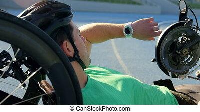 ślad, smartwatch, używając, atleta, 4k, niepełnosprawny,...