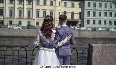 śliczny, poślubna para, obejmowanie