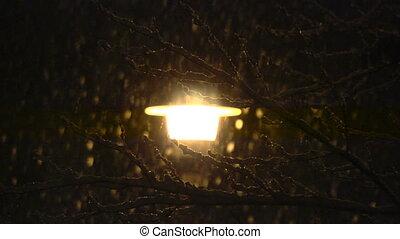 śnieg, uliczne światło