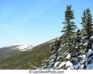 śnieg zaległ, góra