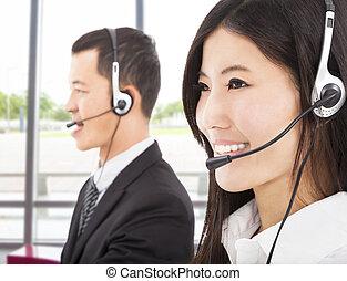 środek, przedstawiciel, rozmowa telefoniczna, asian, biznesmen, uśmiechanie się