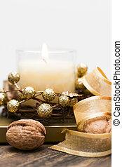 świąteczny, świeca, otoczony, przez, orzechy laskowe, i, tape.