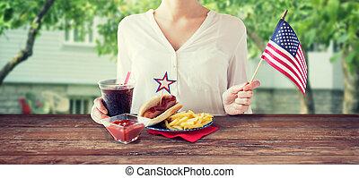 świętując, amerykańska kobieta, dzień, niezależność