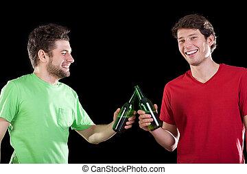 świętując, mężczyźni, przyjaciele