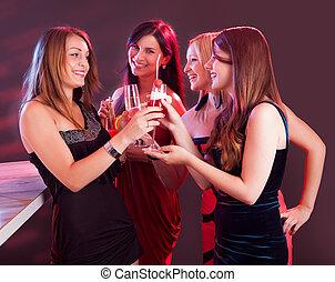 świętując, przyjaciele, samica, szczęśliwy