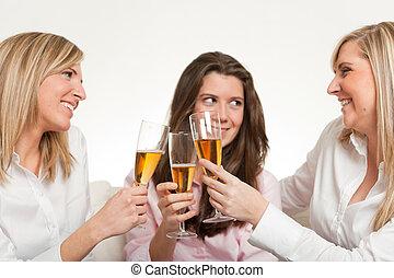 świętując, przyjaciele