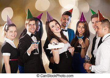 świętując, urodziny, przyjaciele, szczęśliwy, nightclub