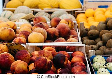 świeża zielenina, ulica robią zakupy, owoce