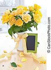 świeży, żółte róże