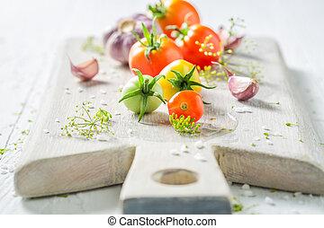 świeży, składniki, dla, urżnięty, czerwone pomidory, w, lato