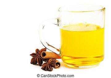 żółty, herbata, z, cynamonowe pałki, i, gwiazda anyż, na białym, tło