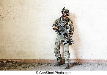 żołnierz, chroniąc, amerykanka, podczas, wojskowy, działanie