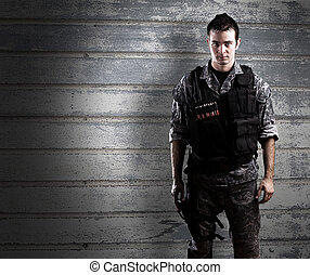 żołnierz, uzbrojony, młody