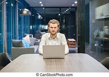 życie pokój, laptop, noc, biznesmen, western, akcentowany, używając