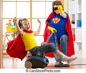 żyjący, córka, kobieta, superhero, familymiddle-aged, jej, room., razem, macierz, vacuuming, znowu, floor., mieć, dziecko, zabawa, pralnia, dziewczyna, koźlę