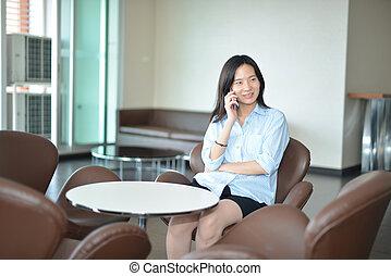 żyjący, kobieta, pokój, handlowy, mówiąc, telefon