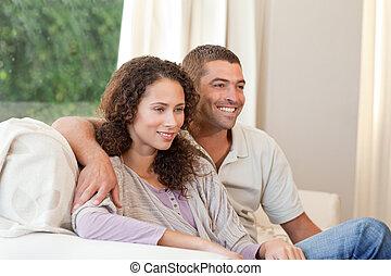 żyjący, para, dom, ich, oglądając tv, pokój