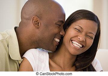 żyjący, uśmiechanie się, para, pokój