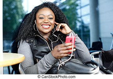 żywy, afrykańska kobieta, słuchająca muzyka