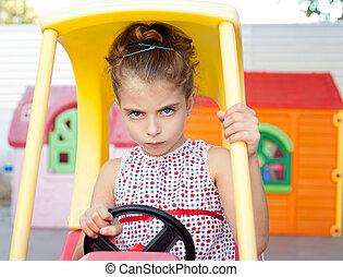 άθυρμα άμαξα αυτοκίνητο , θυμωμένος , οδηγός , κορίτσι , παιδιά
