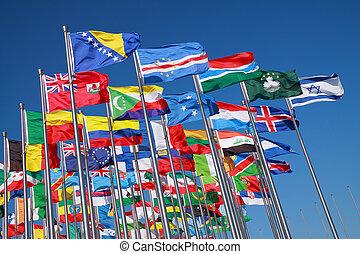 άκρη γηπέδου , κόσμοs , σημαίες , τριγύρω