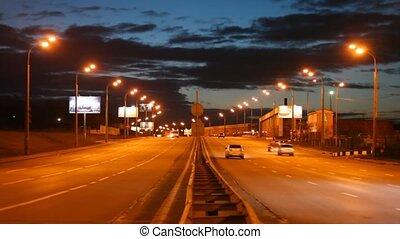 άμαξα αυτοκίνητο , βράδυ , δρόμοs