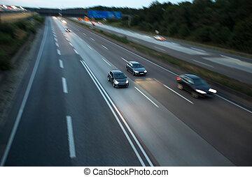 άμαξα αυτοκίνητο , βράδυ , εθνική οδόs , τρέχει με ταχύτητα