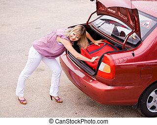 άμαξα αυτοκίνητο γυναίκα , νέος , κόκκινο , βαλίτσα