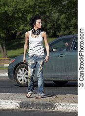 άμαξα αυτοκίνητο , κορίτσι , ear-phones , ακουμπώ , δρόμοs