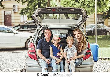 άμαξα αυτοκίνητο κορμός , αίσιος ειδών ή πραγμάτων , κάθονται