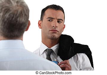 άντραs , ατενίζω , suspiciously , σε , δικός του ,...