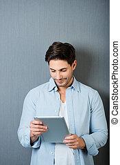 άντραs , δούλεμα αναμμένος , ένα , tablet-pc