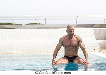 άντραs , μέσα , πισίνα