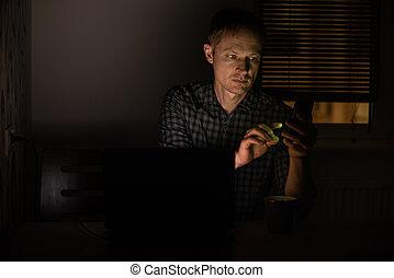 άντραs , smartphone., νύκτα