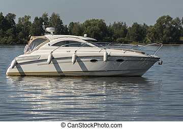 άσπρο , βάρκα , επάνω , ο , διαύγεια αναδύομαι , από , ο , river.