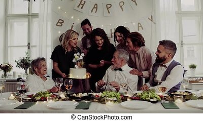 ένα , ανώτερος ανήρ , με , multigeneration, οικογένεια ,...