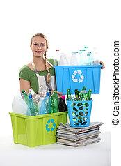 ένα , γυναίκα ανακυκλώνω , πλαστικός , bottles.