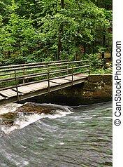 ένα , μικρό , γέφυρα , πάνω , ένα , ορμίσκος