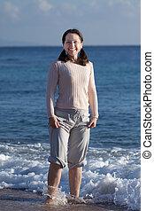 αίσιος γυναίκα , θάλασσα , ώριμος , κύμα