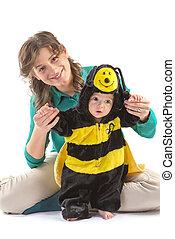 αγόρι , αρέσω , ενδύω ανακριτού , μέλισσα , μωρό