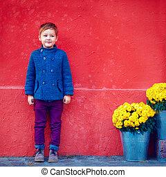 αγόρι , γραφικός , χαριτωμένος , τοίχοs , διατυπώνω , πορτραίτο