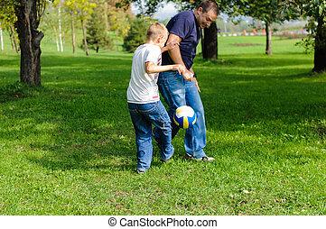 αγόρι , δικός του , ποδόσφαιρο , πατέραs , νέος , παίξιμο