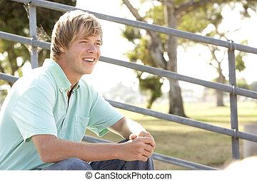 αγόρι , εφηβικής ηλικίας , παιδική χαρά , κάθονται