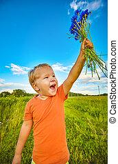 αγόρι , με , cornflowers